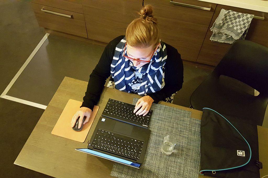 Stefanie beim bloggen Amsterdam