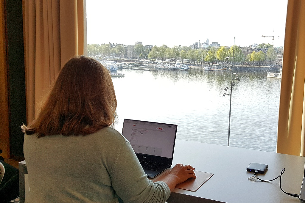 Stefanie Arbeitsplatz Fenster Bibliothek Amsterdam