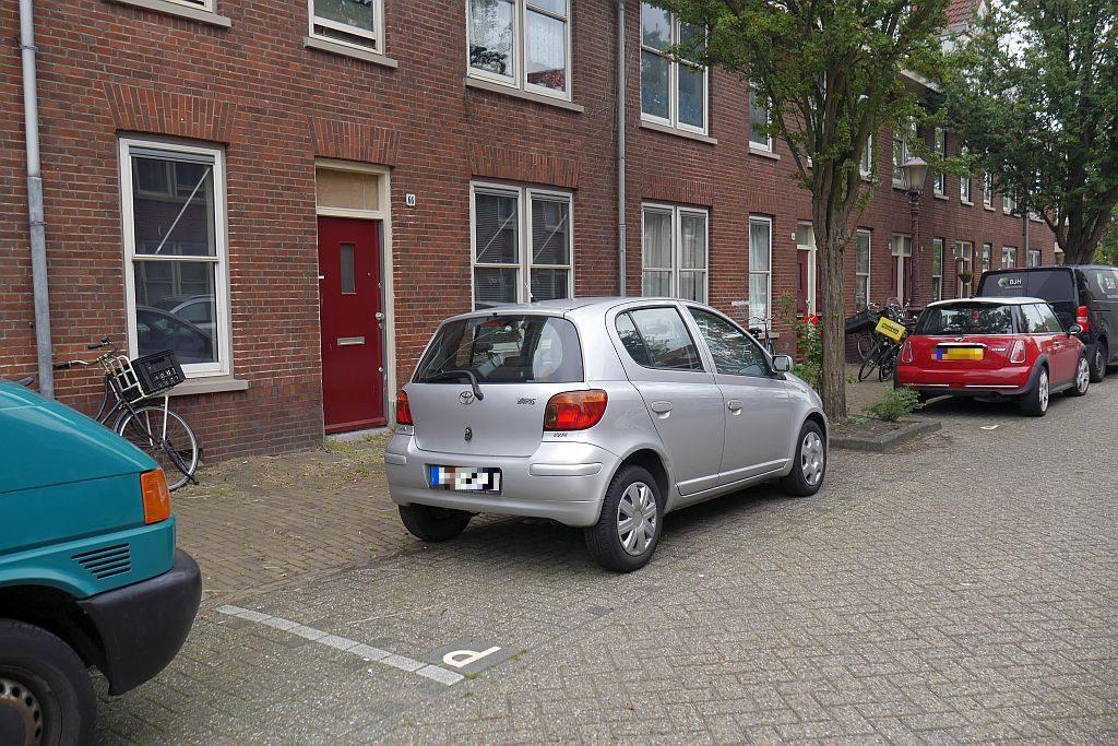 Auto parkt kostenlos in Amsterdam