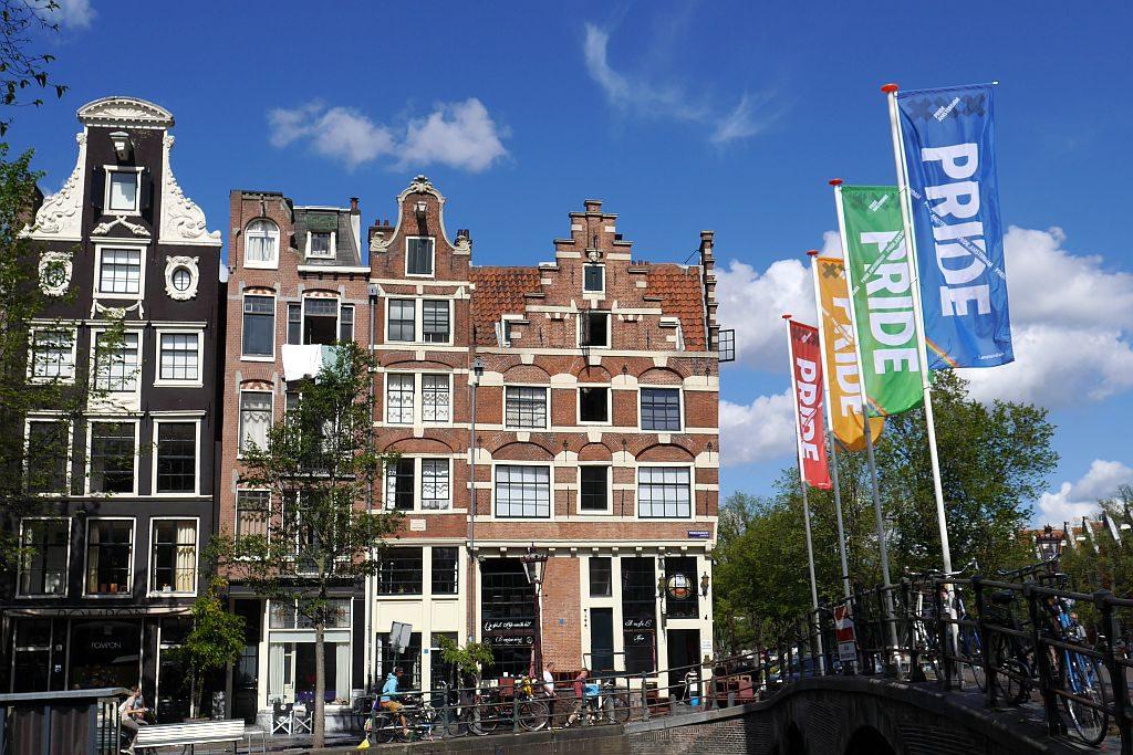 Gay Pride Flaggen Amsterdam Brücke