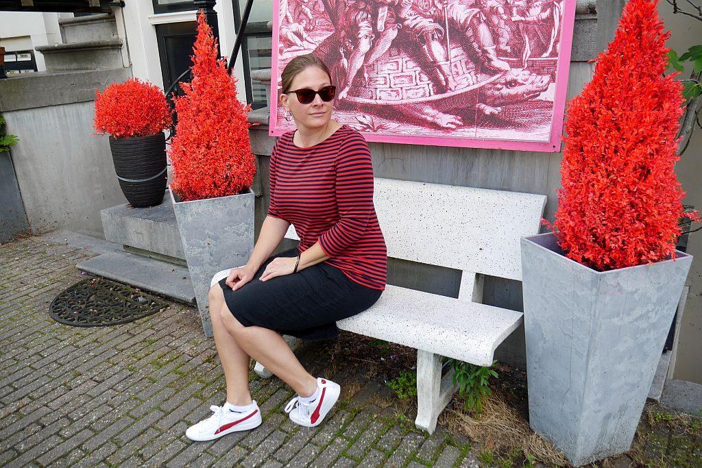 Portrait Stefanie Amsterdam rote Büsche