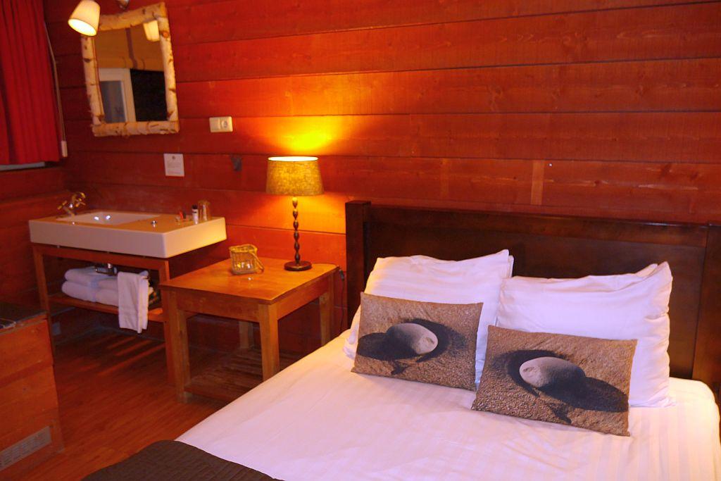 Badhotel Rockanje Zimmer Bett 2