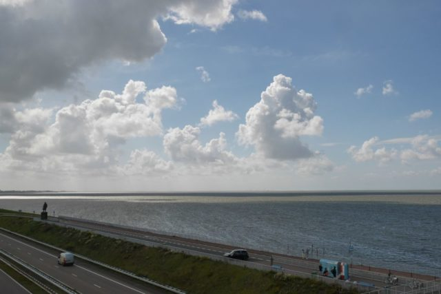 Wolken über Abschlussdeich Ijsselmeer Holland