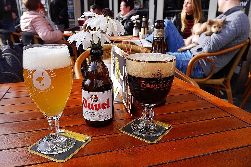 Biergläser Straßencafe Breda