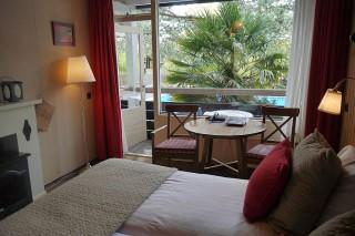 Badhotel Rockanje Zimmer Bett