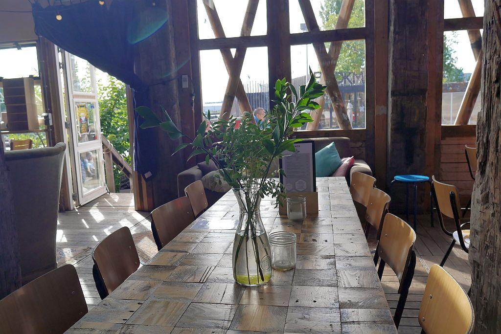Cafe de Ceuvel Amsterdam innen
