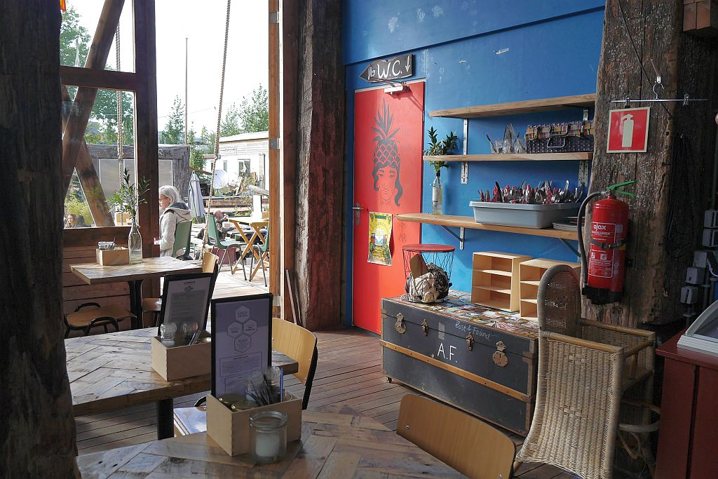 Cafe de Ceuvel Amsterdam Innenansicht