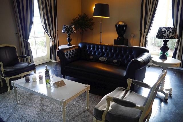 Sofa Wohnzimmer Kasteeldomein De Cauberg