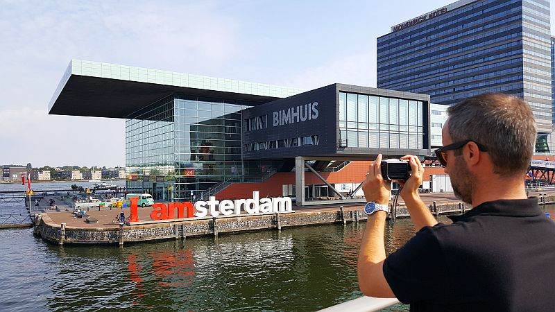 Iamsterdam Skulptur vor dem Muziekgebouw Amsterdam