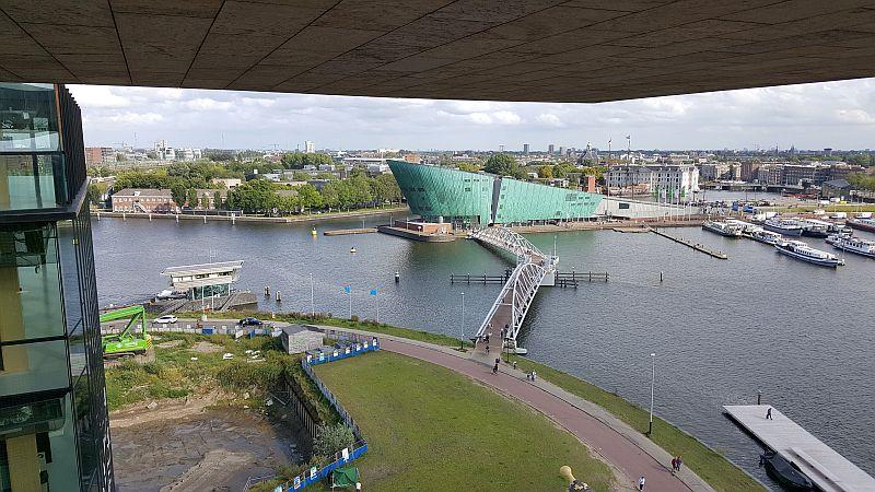 Aussicht von Bibliothek auf Nemo Amsterdam
