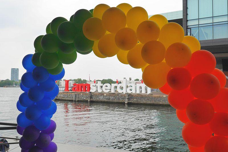 Iamsterdam Skulptur Delirium Cafe Regenbogen Muziekgebouw Amsterdam