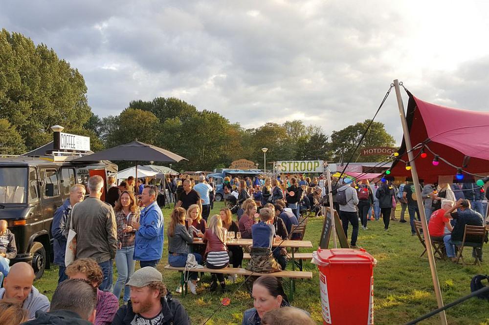 Besucher Foodtrucks Planet Oedipus 2017 Festival Amsterdam