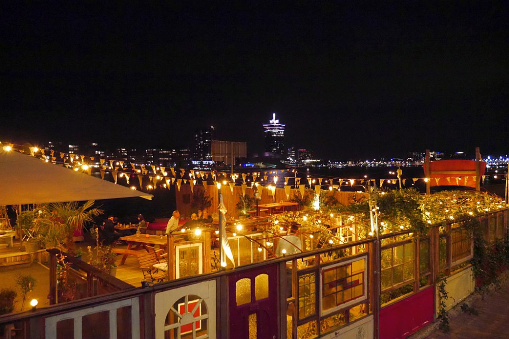 Meneer Nieges Biergarten Amsterdam nachts