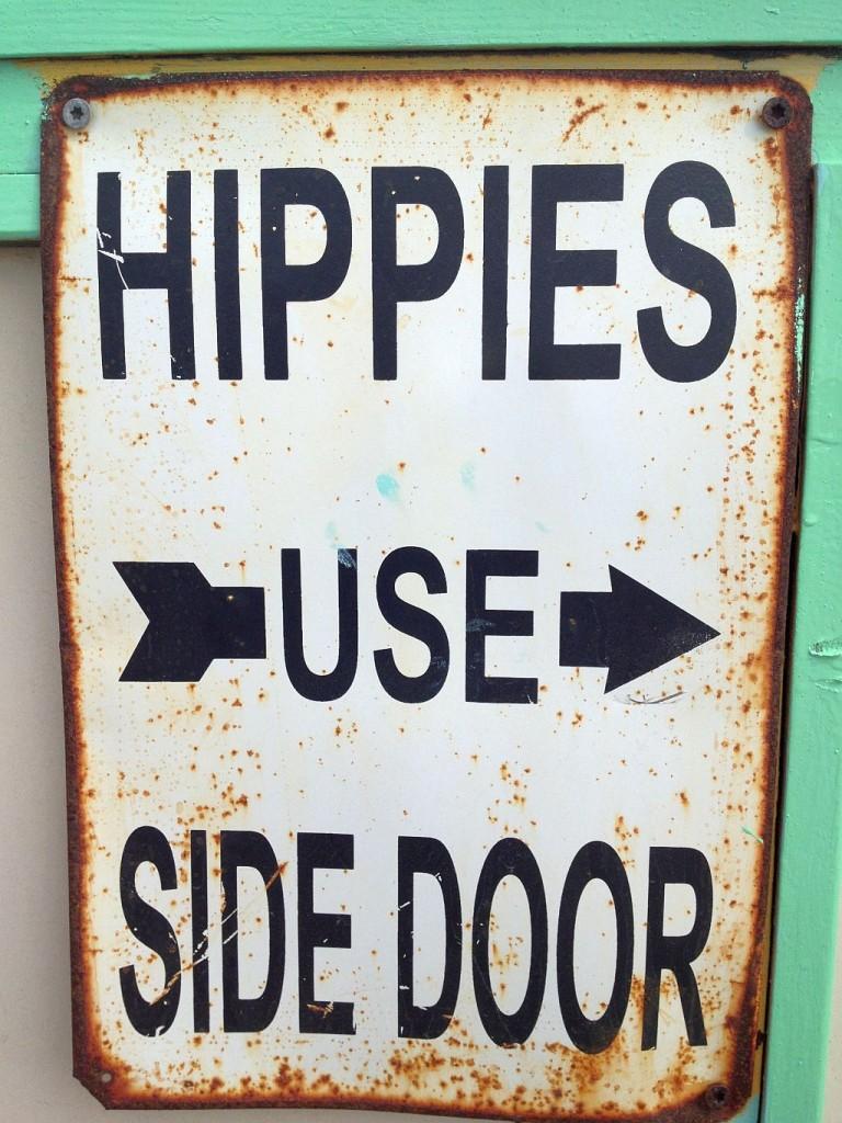 Hippies use Side Door Strandtent de Pit