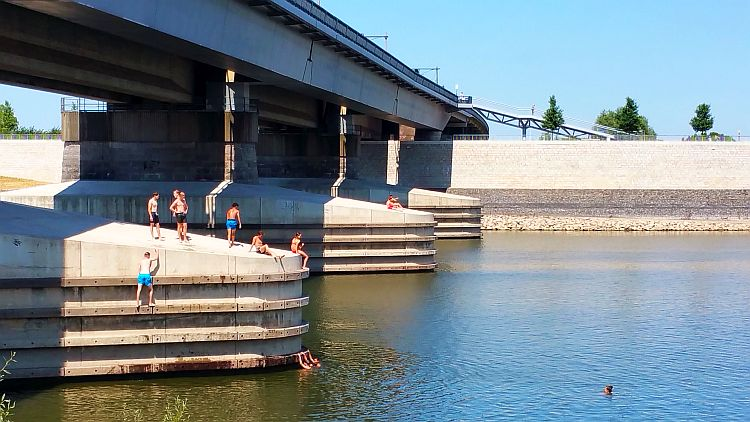 Brückenpfeiler Spoorbrug Nijmegen Schwimmen
