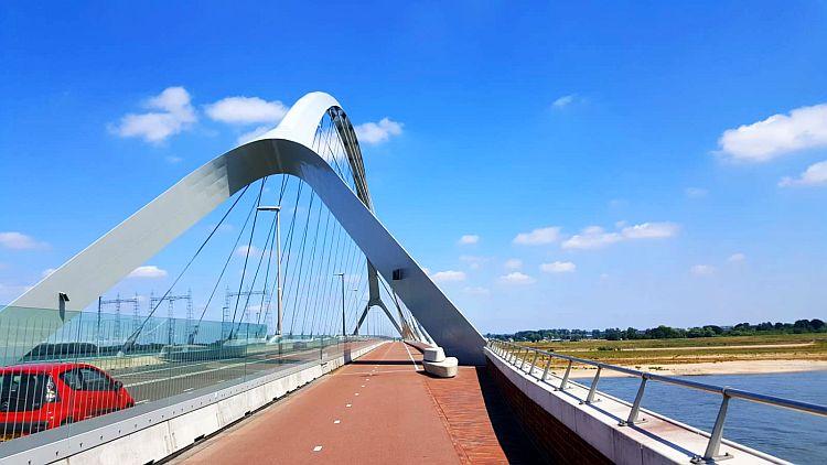 Brücke Nijmegen De Oversteek