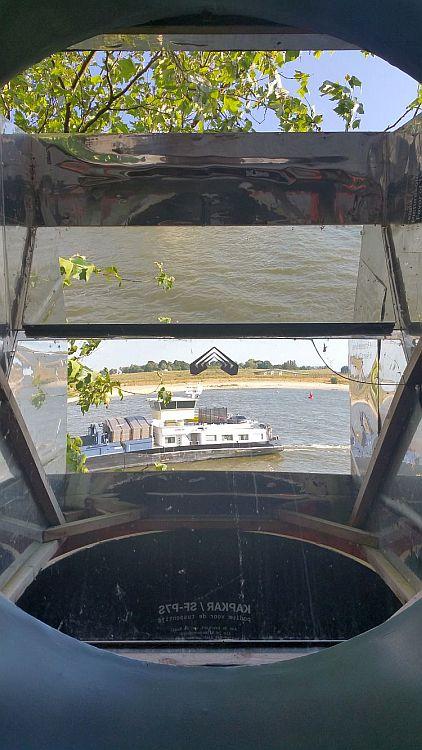 Spiegelsitz Nijmegen Honigkomplex Schiffsverkehr Waal