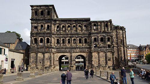 Trier Porta Nigra von außen